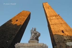 San Petronio e torre degli Asinelli Bologna