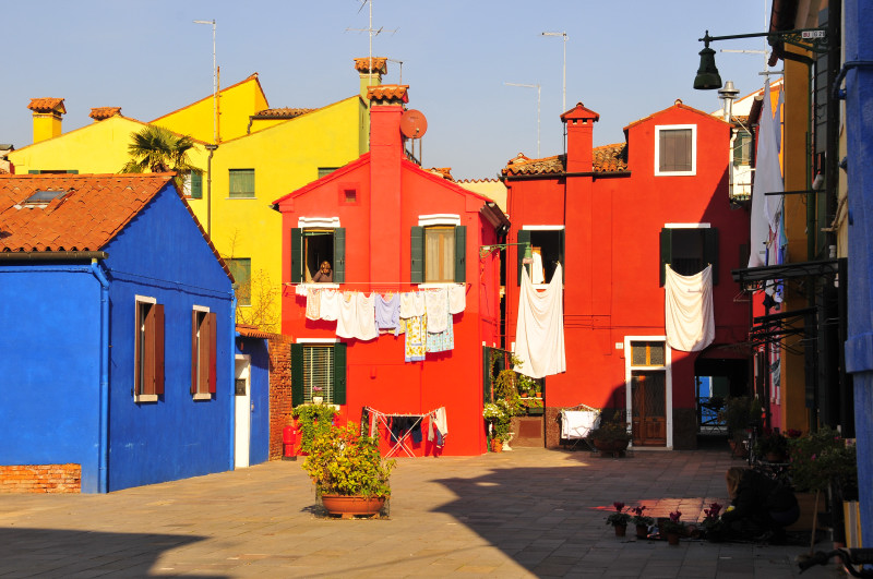 Trekking fotografico urbano a burano 16 novembre 2013 for Case colorate esterni