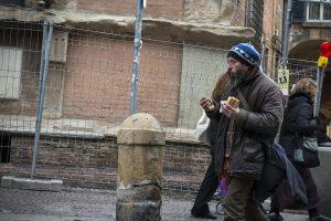 I sapori semplici danno lo stesso piacere dei più raffinati, l'acqua e un pezzo di pane fanno il piacere più pieno a chi ne manca.
