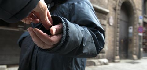 La miseria talvolta è solidarietà – Reportage di Arduino Orziero