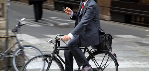 Resoconto lancia la sfida di aprile 2015 – Uomini e donne con lo smartphone